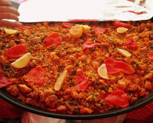 Chicken, pork, prawns, squid, mussels, green beans, peas, red pepper…etc