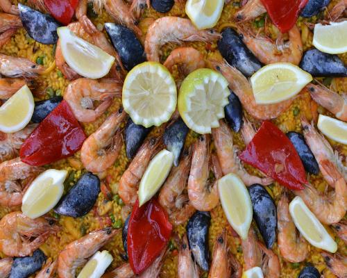 Squid, cuttlefish, shrimps, prawns, mussels, scallops, green beans, peas, red pepper…etc